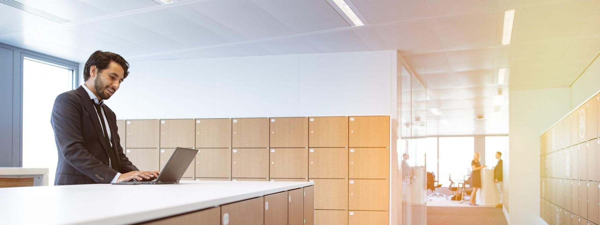 Encouraging Dynamic Workplaces with a Smart Locker Management System