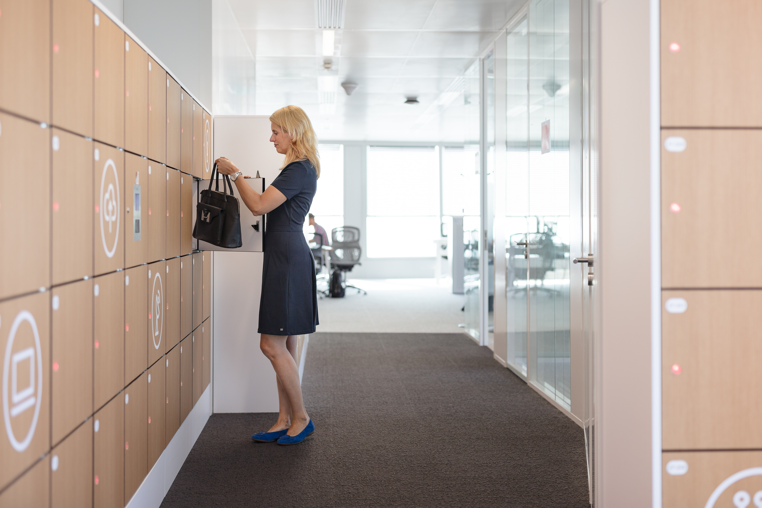 Smart Workplace Lockers - Top 10 Features that can Make or Break your Workplace Storage